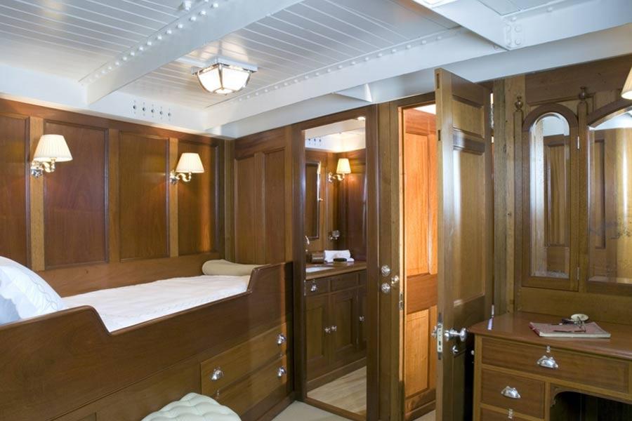 Riccardo-Barthel-arredamento-lusso-firenze-yachts-lulworth-camera