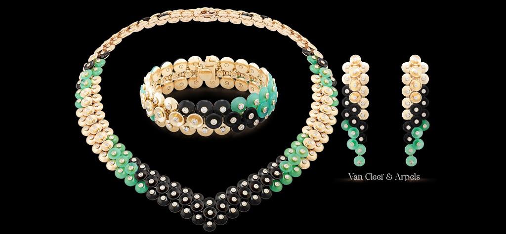 van-cleef-e-arpels-copertina-buton-dor collier, bracciale, orecchini oro giallo , crisoprasio, onice