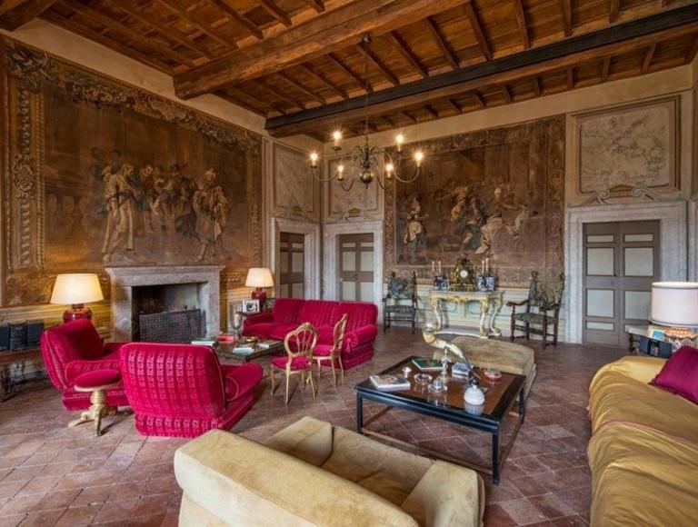 Roma - Residenza dei Principi Ruspoli di Cerveteri - salotto con camino