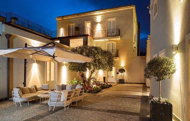 Donna Carmela Piccolo Hotel Di Lusso The Ducker