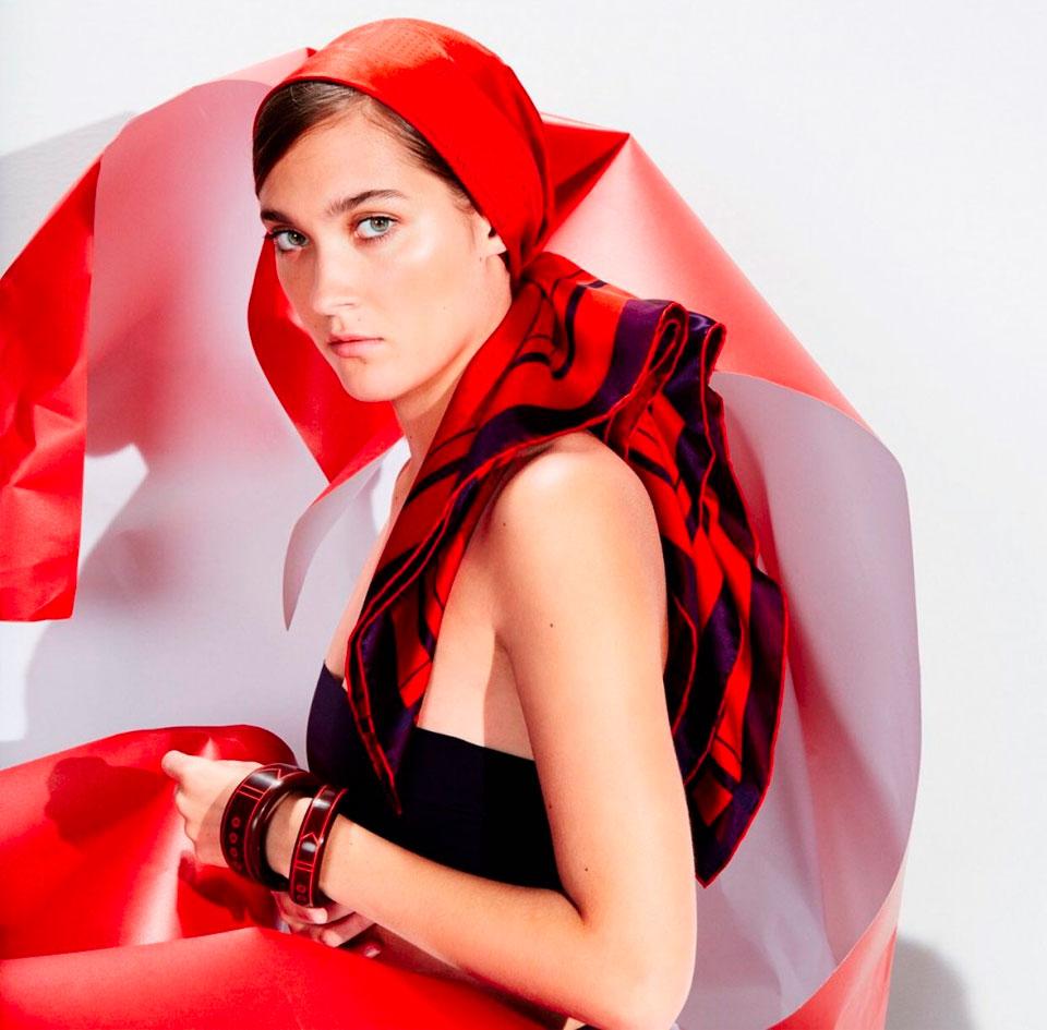 The Ducker Foular o Foulard? - Foulard Seta rosso Hermès, collezione 2016