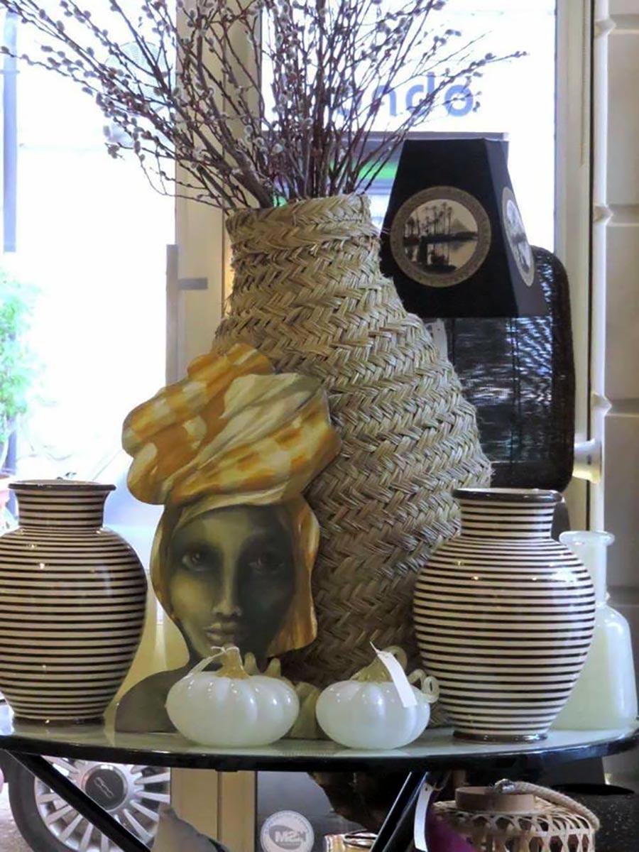 complementi d'arredo - dettaglio su vasi ed oggetti particolari - etnici