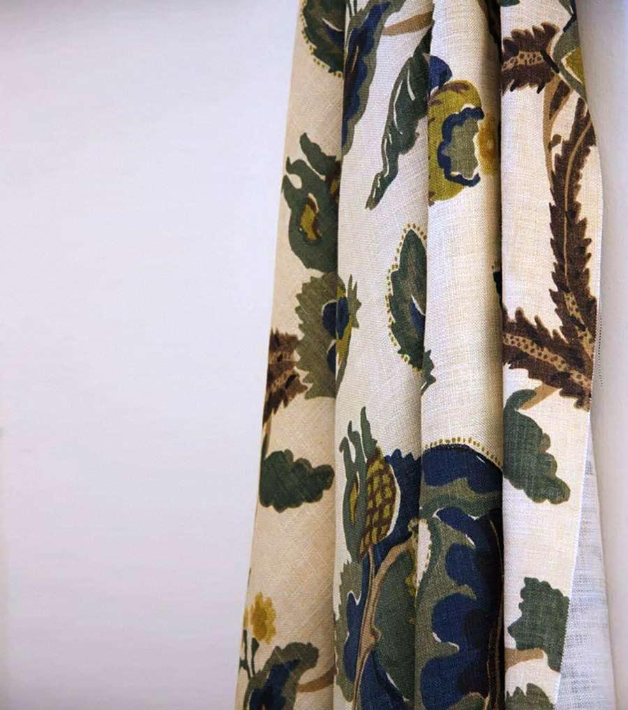 complementi d'arredo - dettaglio su tessuto con tema a foglie