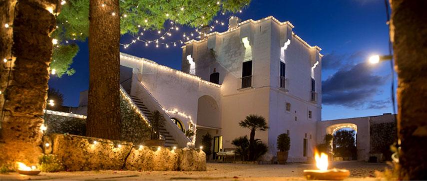 The Ducker - Masseria Torre Maizza - Resort Lusso in Puglia - ingresso esterno vista serale