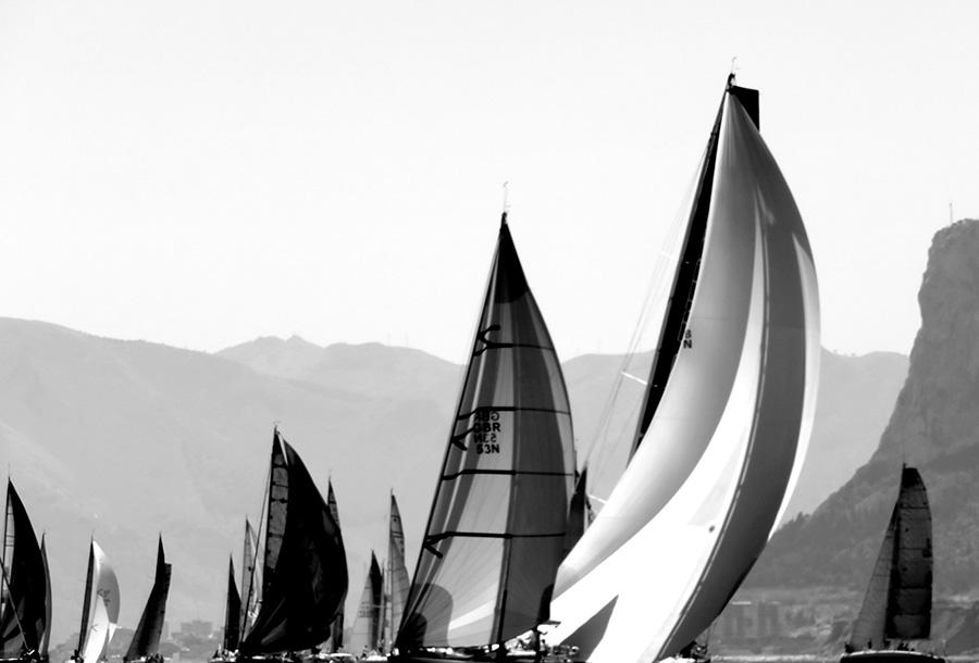 Palermo Montecarlo - la vittoria di Rambler alla regata velica - foto in bn evocativa delle vele