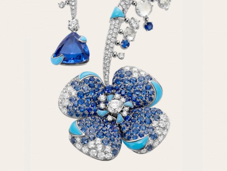 Bulgari gioielli - Collana Bulgari Fiore Ingenuo (dettaglio su pendente) HJ in oro bianco con zaffiri, turchesi, tanzanite, pietra di luna e diamanti