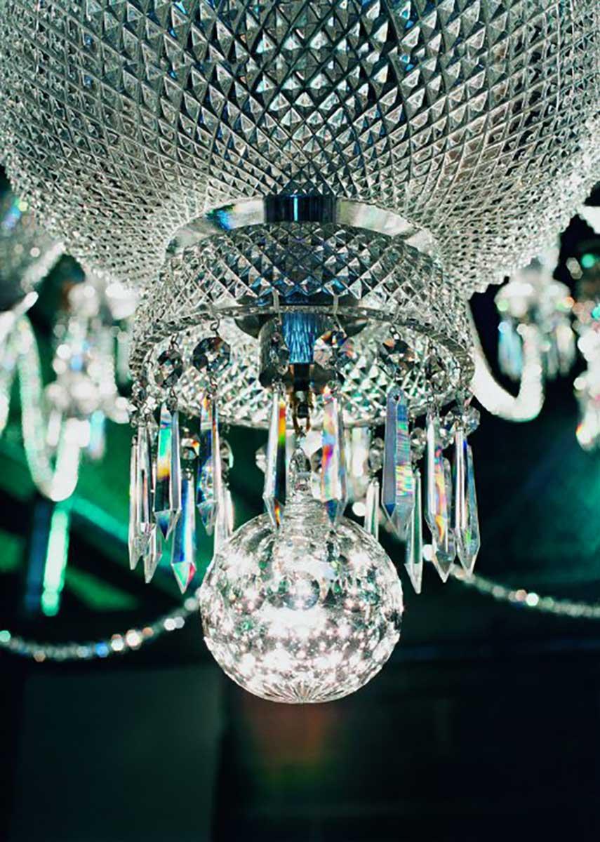 Crystal Saint Louis - lampadario a gocce con palla centrale in primo piano
