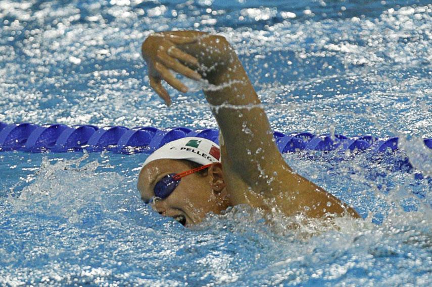 Federica Pellegrini in acqua durante la respirazione a stile libero