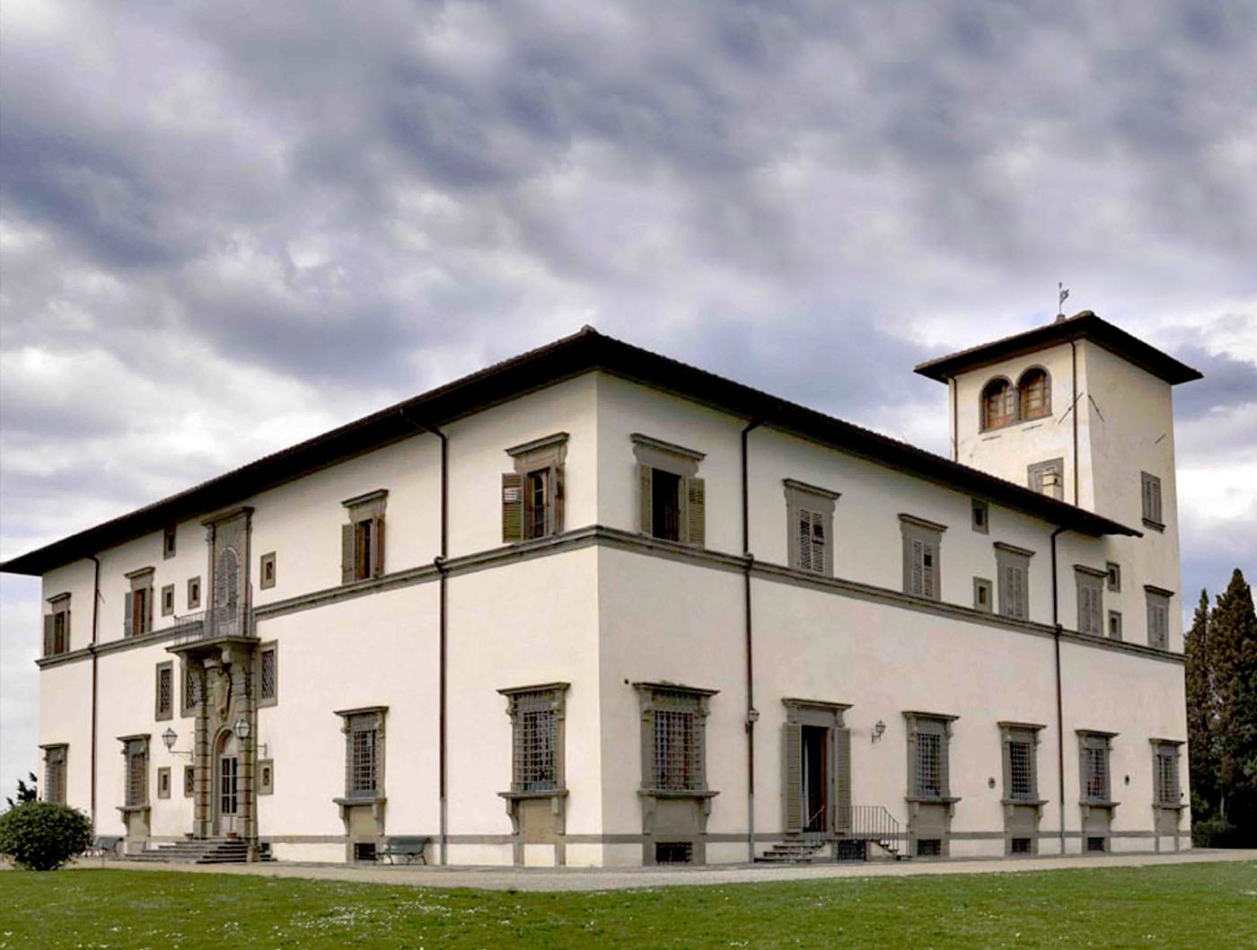 Residenze d'epoca Villa Le Corti - la dimora vista da una prospettiva laterale