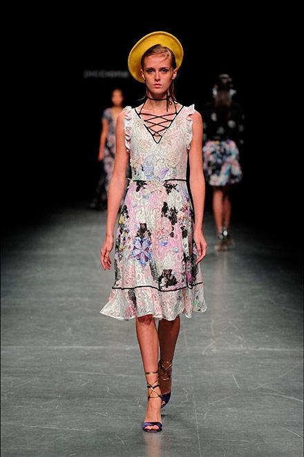 fashion week milano - modella piccione piccione