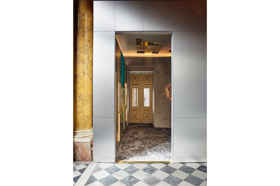 Progettazione Interni - Frammenti l'esposizione: ingresso alla sala allestita