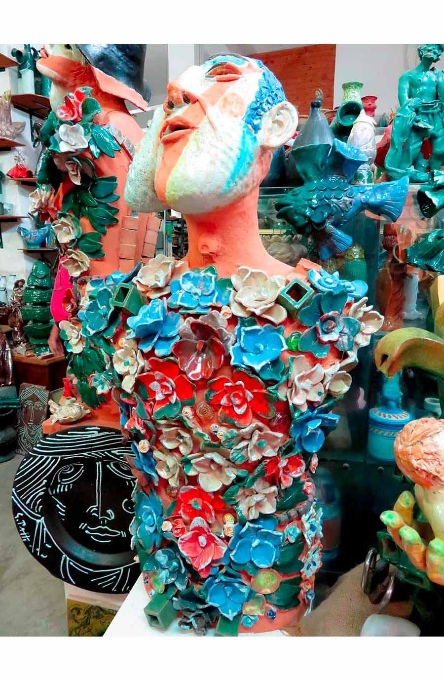 ceramista - opera busto floreale di Patti