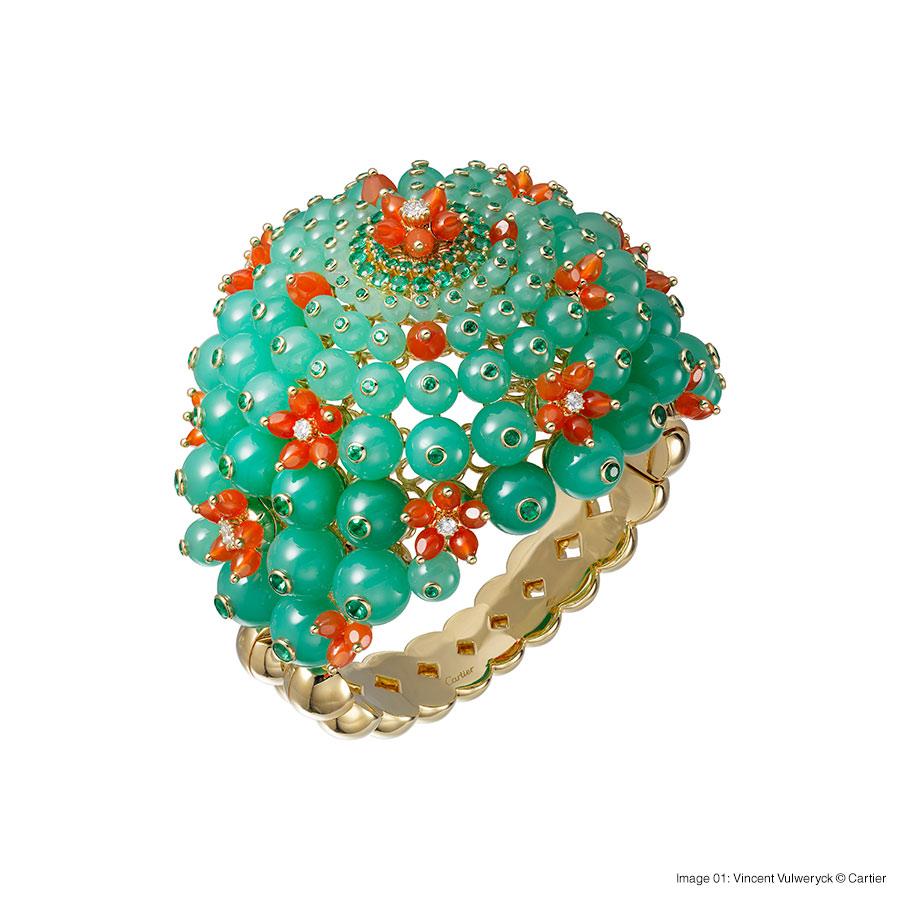 Cactus de Cartier bracelet, 18-carat yellow gold, chrysoprases, emeralds, carnelians, set with 8 brilliant-cut diamonds. Foto 01