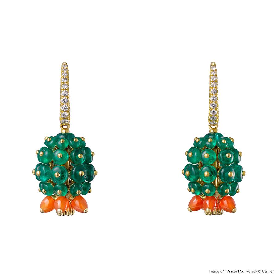 Cactus de Cartier earrings, 18-carat yellow gold, emeralds, carnelians, each set with 11 brilliant-cut diamonds. foto 04