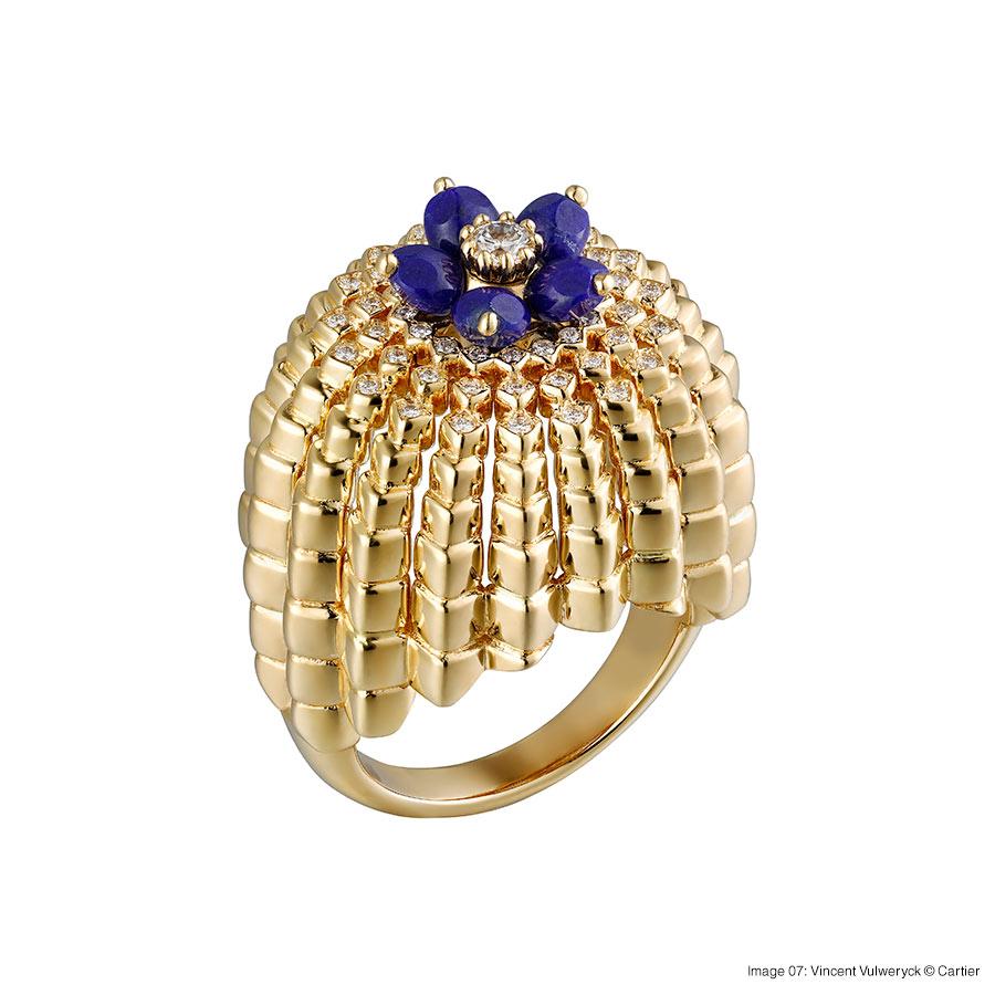 Cactus de Cartier ring, 18-carat yellow gold, lapis lazuli, set with 55 brilliant-cut diamonds. Foto 07