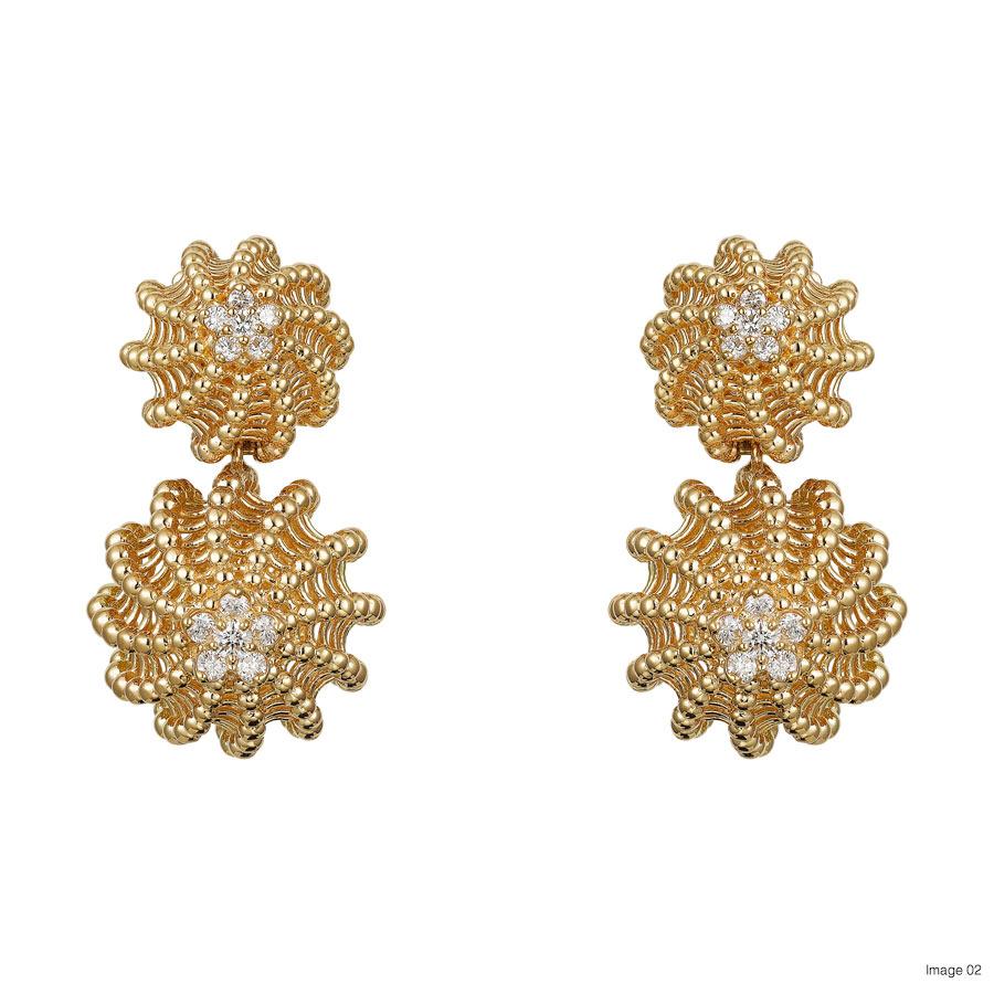Foto 02 Cactus de Cartier earrings, 18-carat yellow gold, each set with 12 brilliant-cut diamonds. Credits Vincent Vulweryck © Cartier