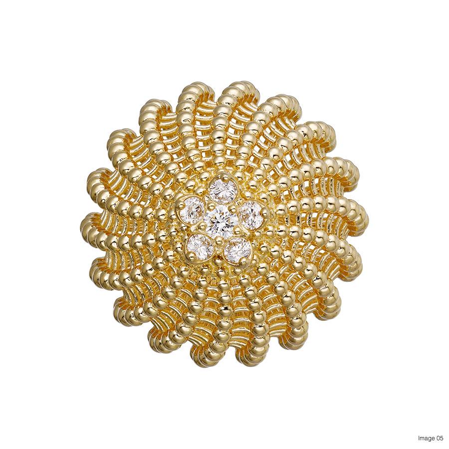Foto 05 Diabolo de Cartier ring, 18K yellow gold, set with 6 brilliant-cut diamonds totaling 0.39 carats. Credits Vincent De La Faille © Cartier
