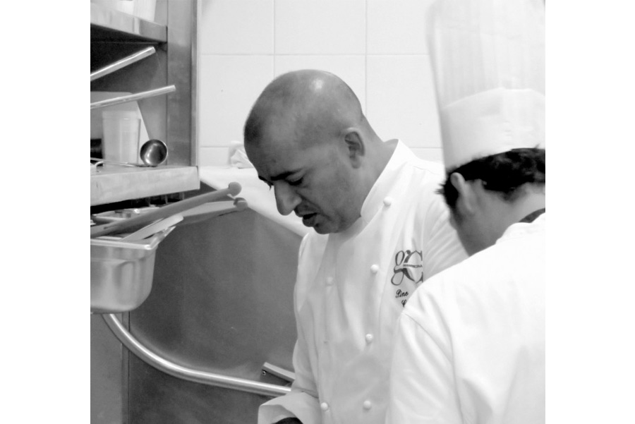 pino cuttaia - lo chef in cucina con lo suchef