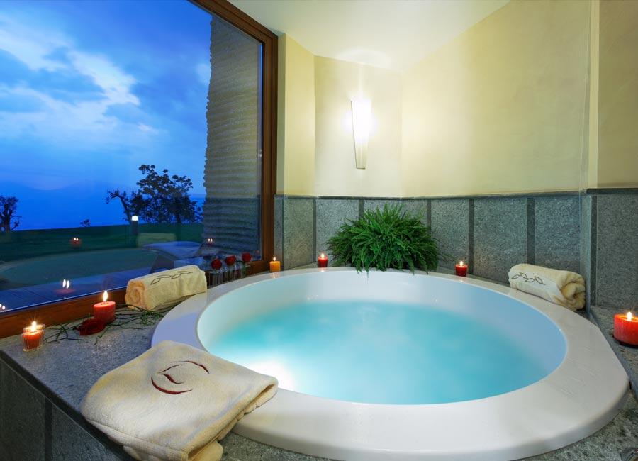 Lefay Resort & SPA: dettaglio della Exclusive Suite con Whirpool privata