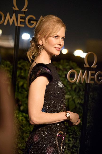 omega constellation - nicole kidman in abito da sera indossa modello cassa oro rosso