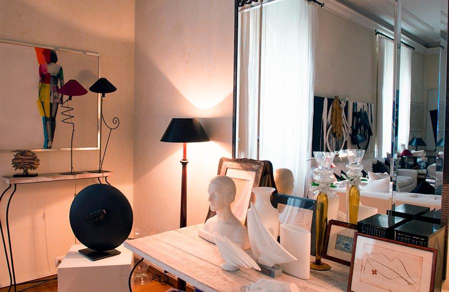 Marina Ripa di Meana arte e lusso come in una mostra all'interno della sua casa