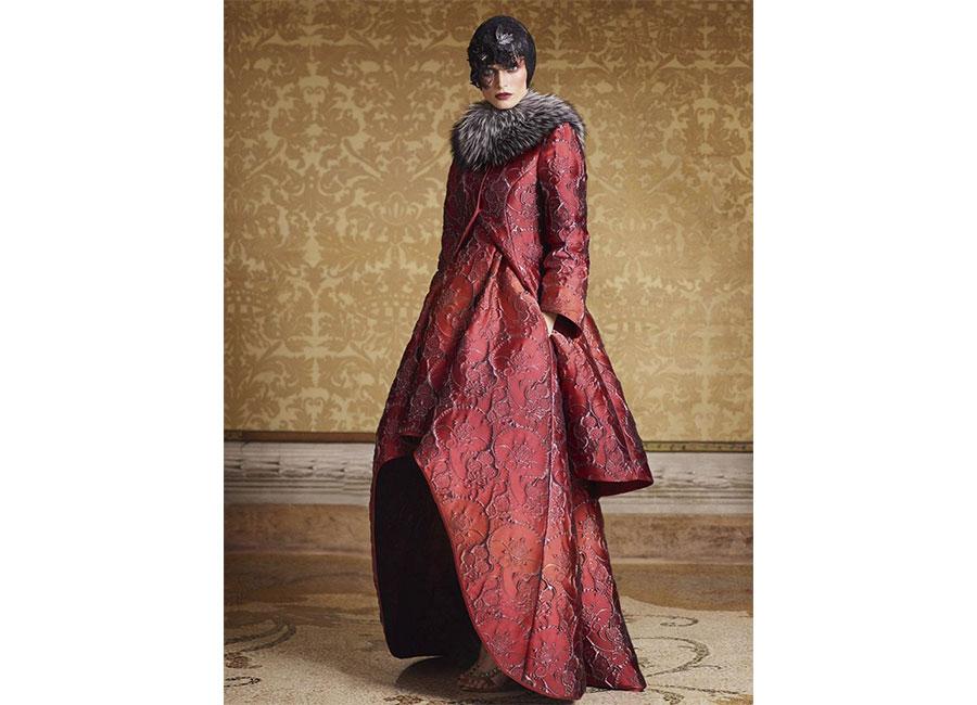 Broccato: Alberta Ferretti limited edition cappotto strutturato con collo in pelliccia a contrasto