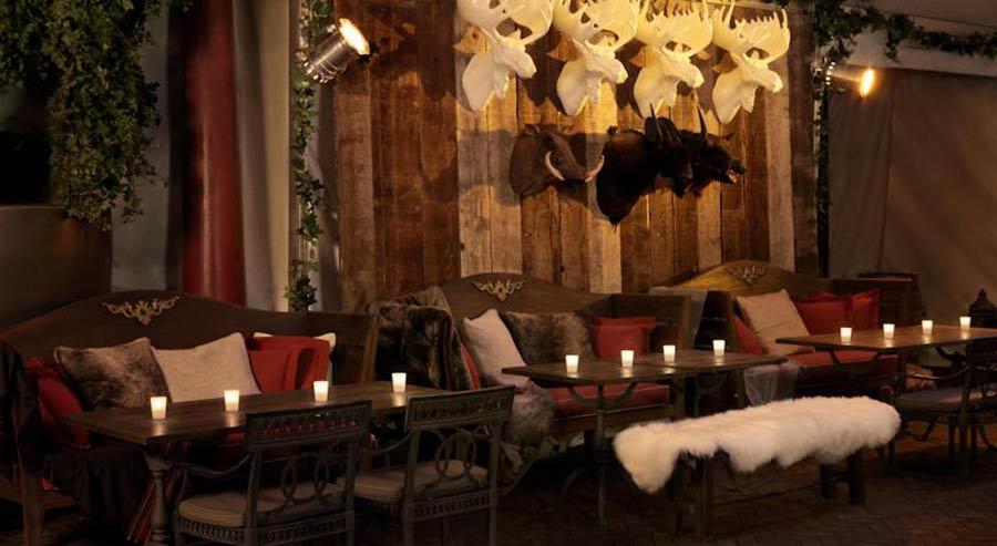 Boutique Hotel Hudson NY, interni sedute e tavolini in legno