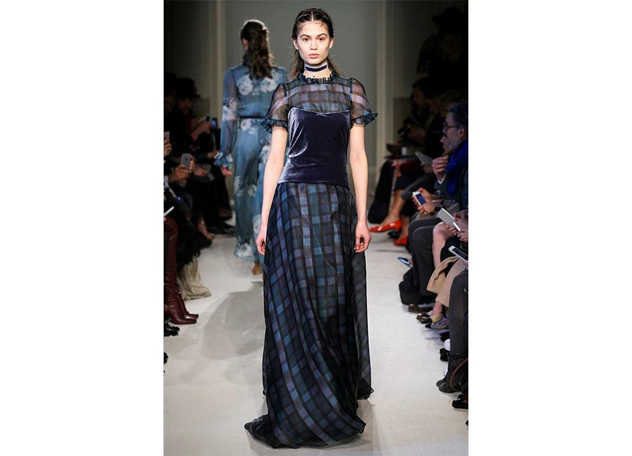 Corsetto in velluto sovrapposto ad un abito in seta di Luisa Beccaria- credits Camera della Moda