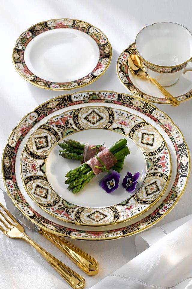 Royal Crown Derby Bone China - servizio piatti e caffè