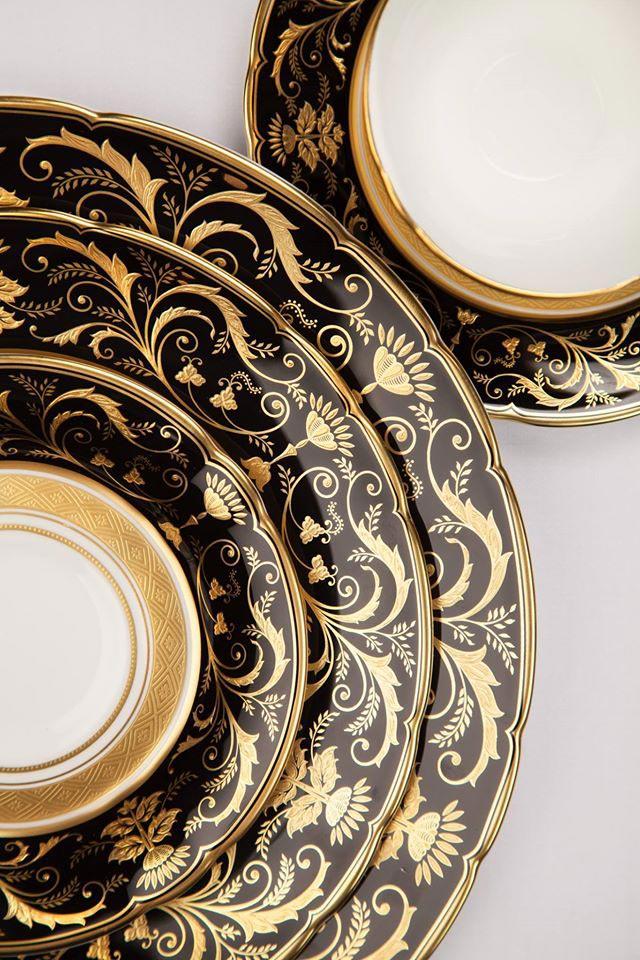 Royal Crown Derby Bone China - servizio piatti e caffè nero e oro