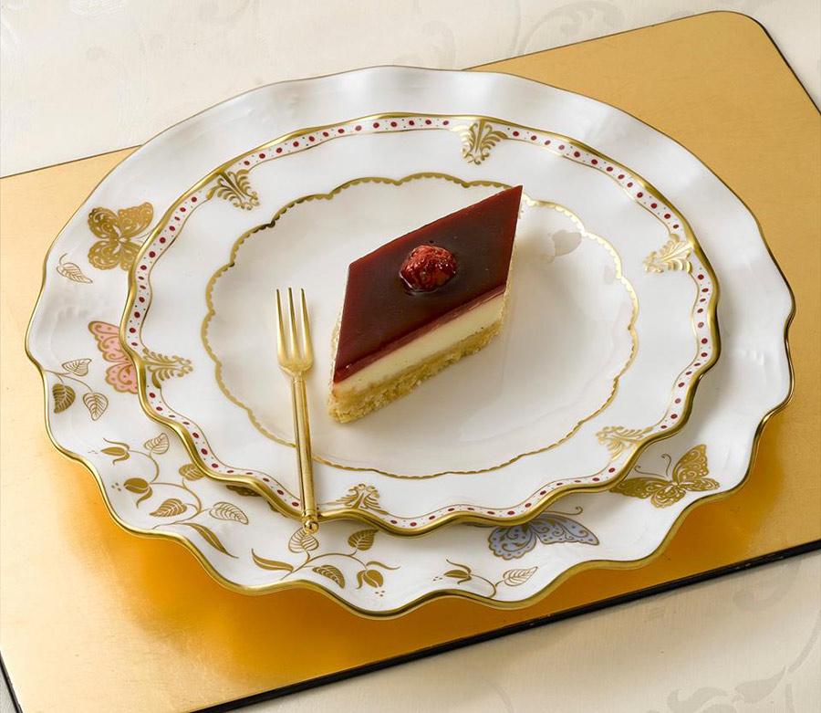 Royal Crown Derby Bone China - servizio piatti porcellana bianca finitura oro e disegno farfalle