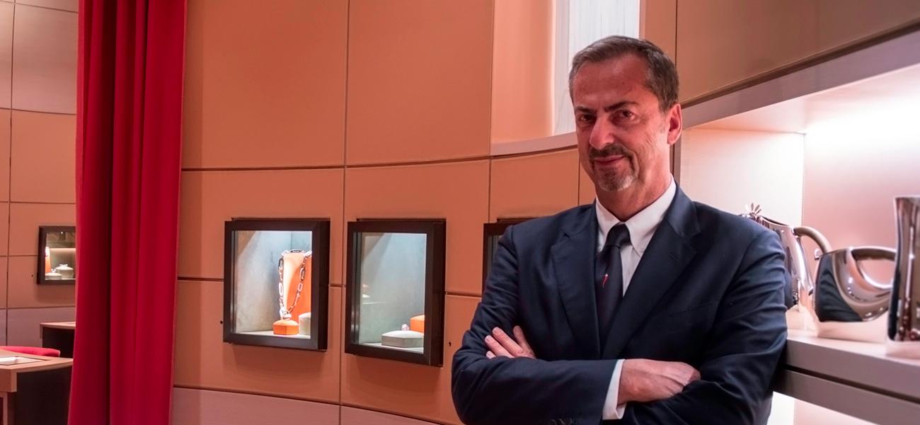 Vernier gioielli esclusivi - Carlo Traglio il proprietario nello show room