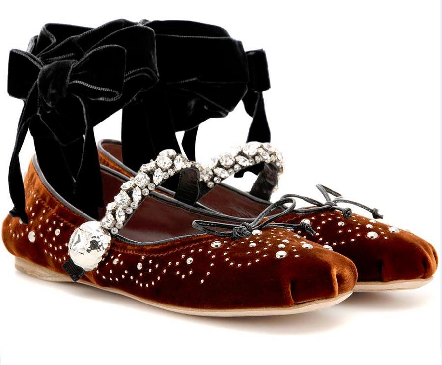 ballerine miu miu marroni con applicazioni perle e swarovski nastro velluto nero caviglia