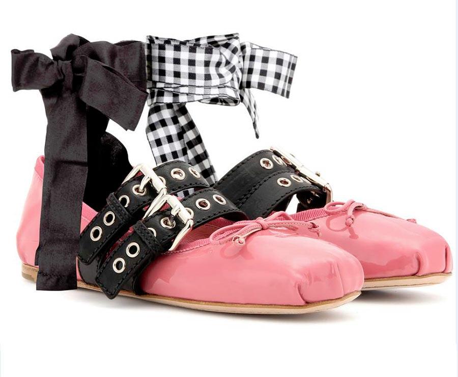 ballerine miu miu pelle rosa passanti pelle nera fiocchi caviglie