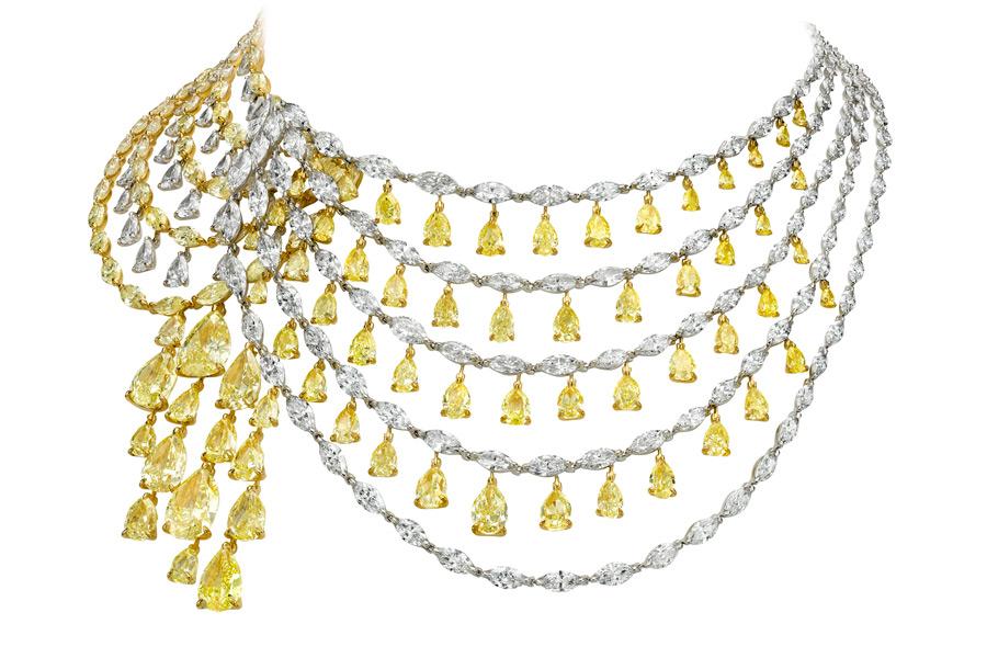 Boghossian, parure La Révérence, Collana composta da 68 diamanti gialli taglio pera (90,15 carati), diamanti gialli taglio marquise (39,91 carati), diamanti taglio marquise (60,59 carati), diamanti taglio pera (9,31 carati)