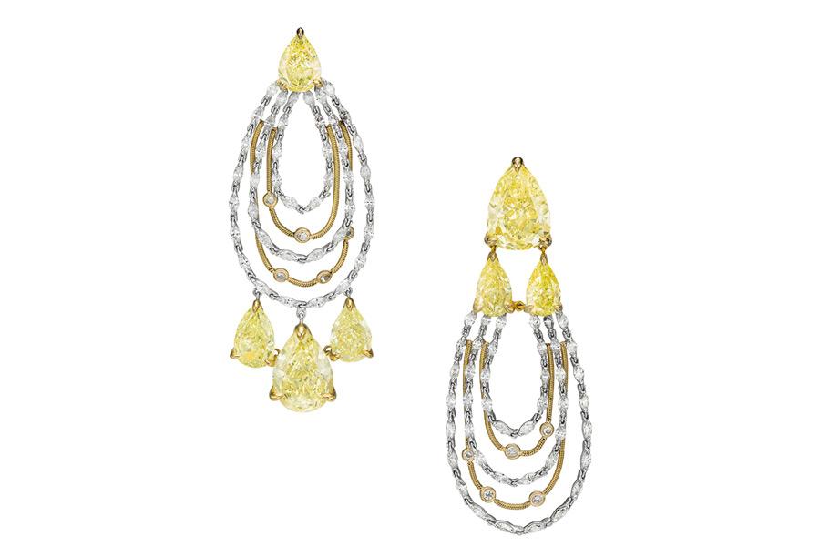 Boghossian, parure La Révérence, Orecchini composti da 7 diamanti gialli taglio pera (22,43 carati), diamanti taglio marquise (2,92 carati), piccoli diamanti taglio brillante (0,23 carati)