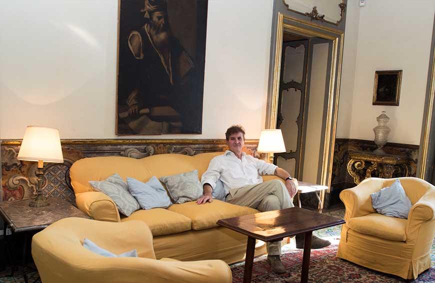 Ruggero Moncada in una sala di Palazzo Biscari