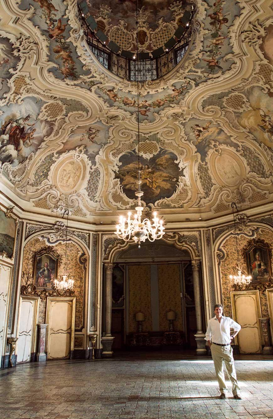 Ruggero Moncada nel salone delle feste di Palazzo Biscari
