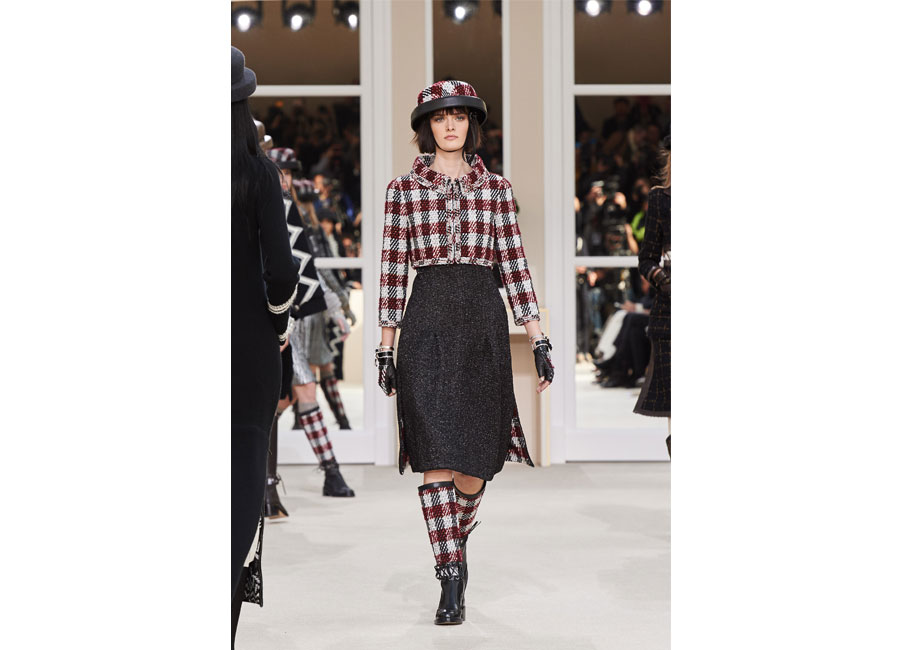 Abito in tweed per Chanel in passerella