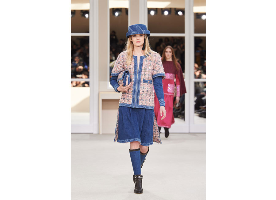 Tweed per la giacca in passerella Chanel