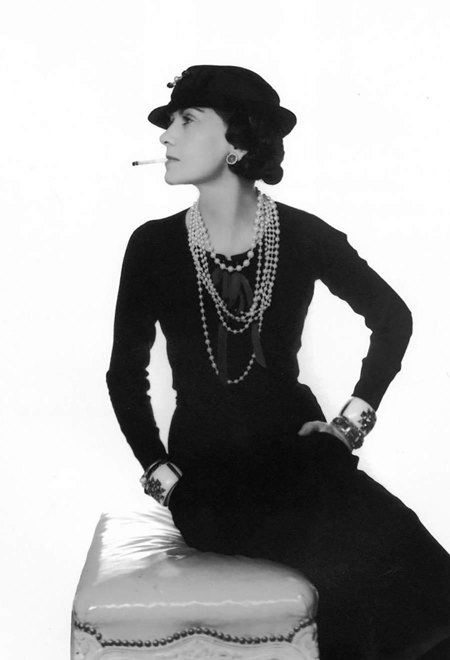 Little Black dress - Coco Chanel in posa