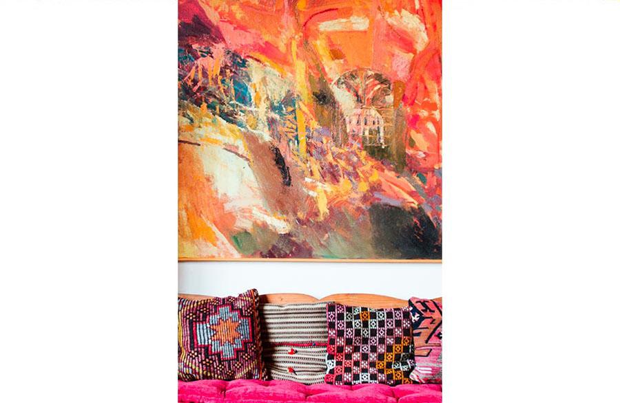 Olimpia Biasi, pittrice - un quadro sopra al divano coloratissimo