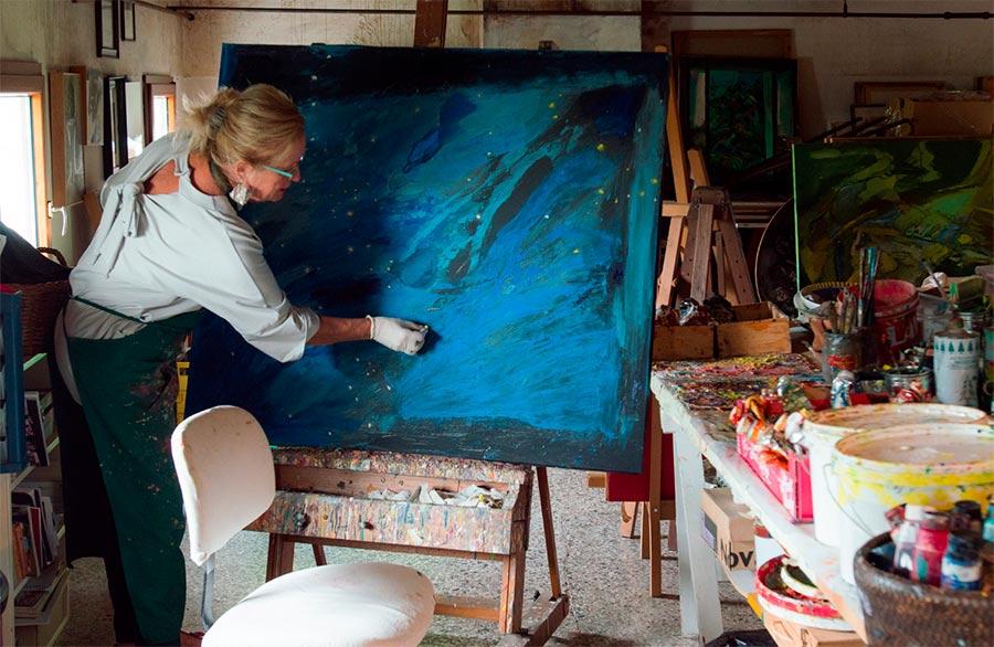Olimpia Biasi, pittrice - mentre crea un quadro