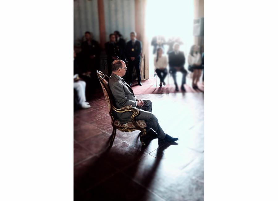 Alberto di Monaco II viene reso cittadino onorario nella sala del comune