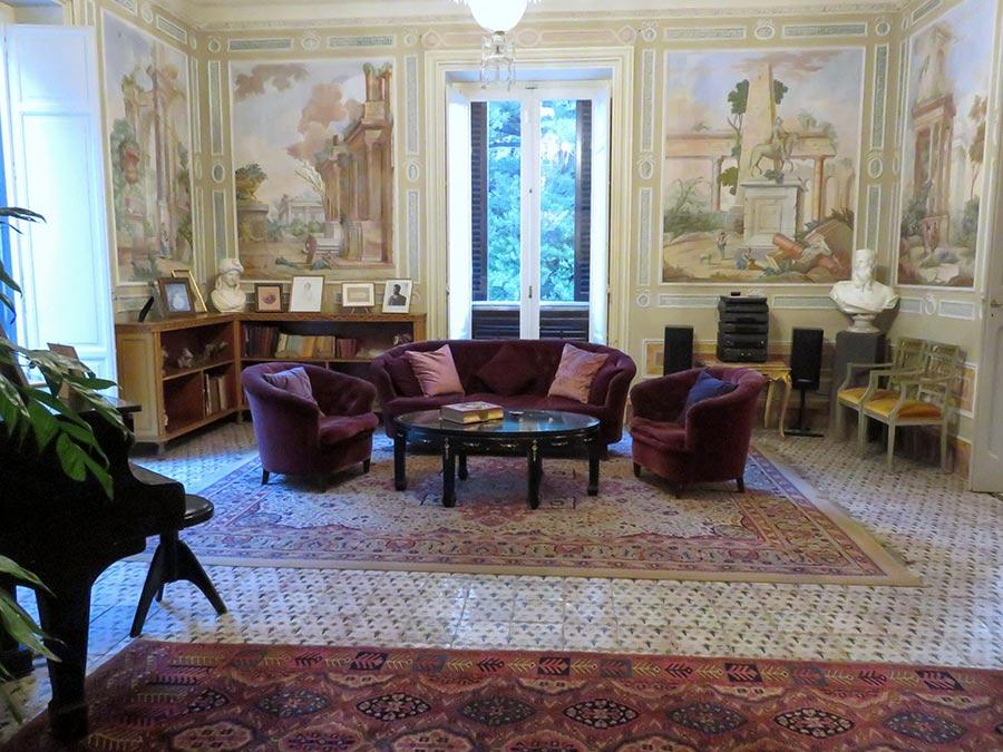 Ville di Lusso: villa tasca, salotto affrescato con pianoforte