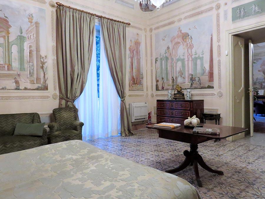 Ville di Lusso: villa tasca, camera da letto con salotto, affreschi sulle pareti