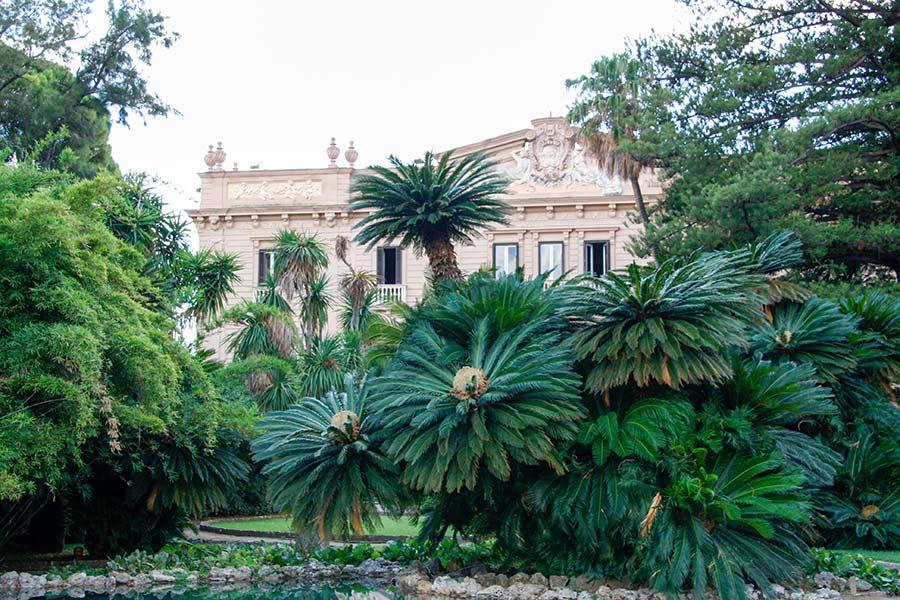 Ville di Lusso: villa tasca, scorcio dal giardino della facciata principale