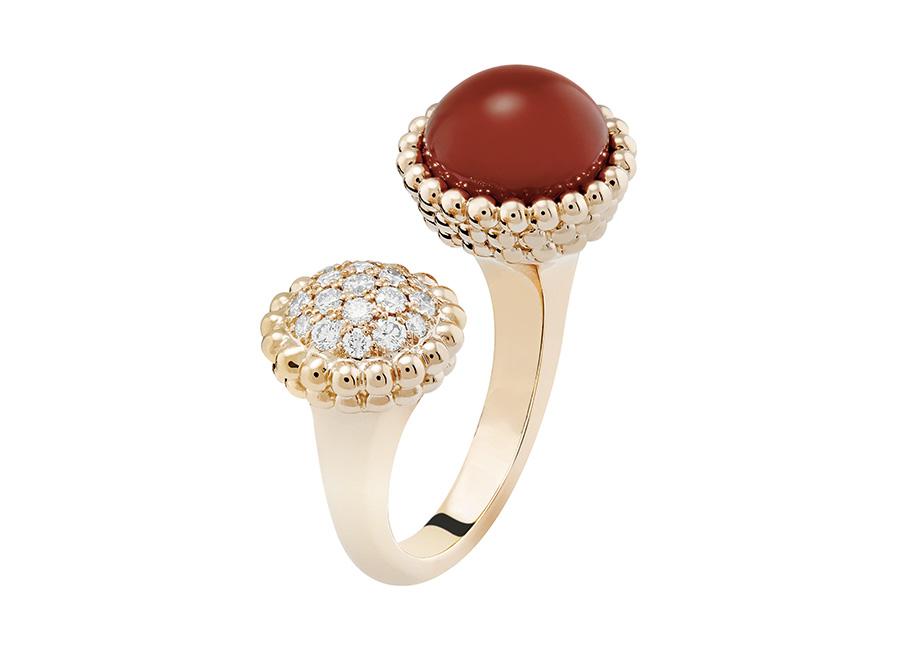 Van Cleef & Arpels - anello corniola e diamanti oro bianco