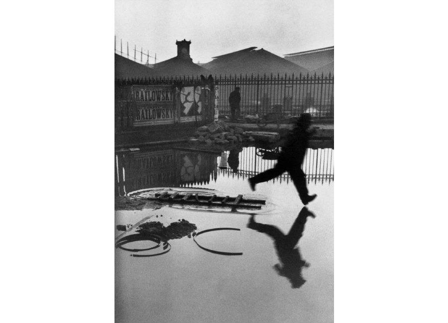 henri-cartier-bresson-place-de-leurope-stazione-saint-lazare-parigi-francia-1932-Credits-Henri Cartier-Bresson / Magnum Photos