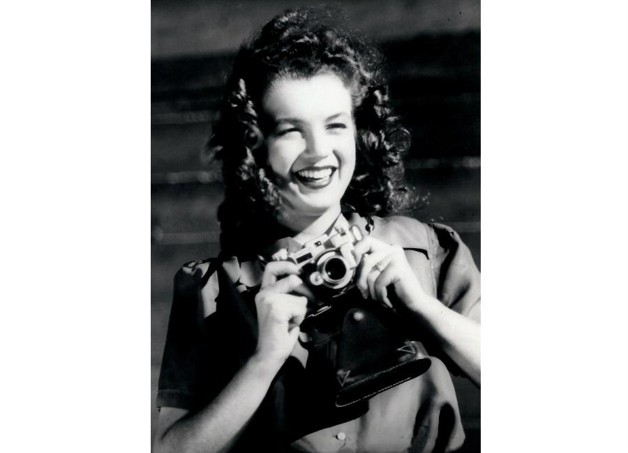 marilyn-monroe-foto-di-norma-jeane-baker-allinizio-della-sua-carriera-di-modella-1945-scatto-di-david-conover-copyrights-ted-stampfer_2